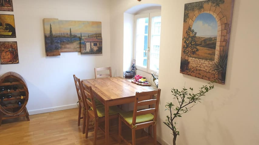 *NEW* GORGEOUS APARTMENT *OLD CITY*
