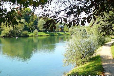 Dans un jardin à 20 m de Paris - Сен-Мор-де-Фоссе