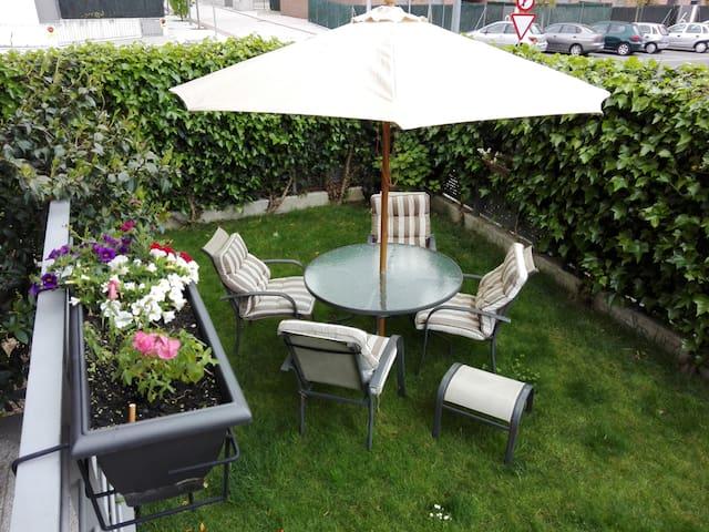 Alojamiento para familias y grupos. - Sarriguren - Apartment
