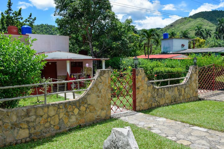CASA PAPITO - CLOSE TO SOROA ORCHID PLACE
