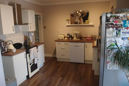 Double room and private living room - Calvert