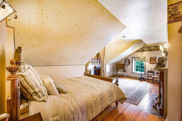 P.T. Barnum Suite at Moonstone Manor