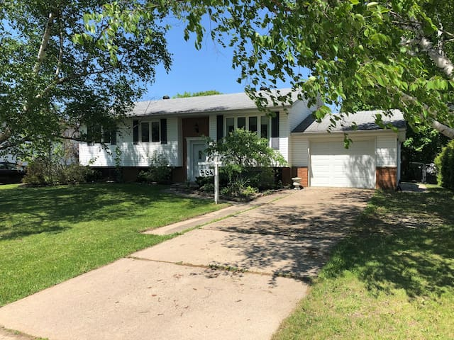 Family Home Close to Downtown & Fairy Lake