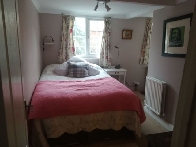 Ensuite, double room by the river Itchen.