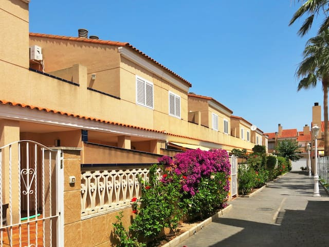 Terraced house Residencial 2000 in Valencia