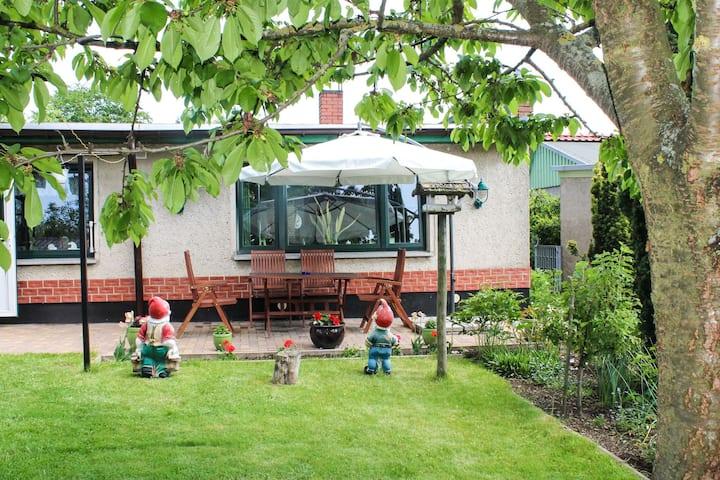 Knus appartement aan de Oostzeekust met tuin en terras