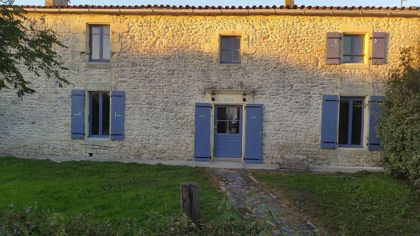 """Chambre avec salle de bain privée au """"LUPIN"""" - Saint-Nazaire-sur-Charente - 단독주택"""