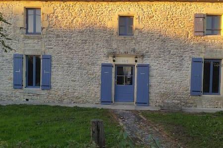 """Chambre avec salle de bain privée au """"LUPIN"""" - Saint-Nazaire-sur-Charente - Dům"""