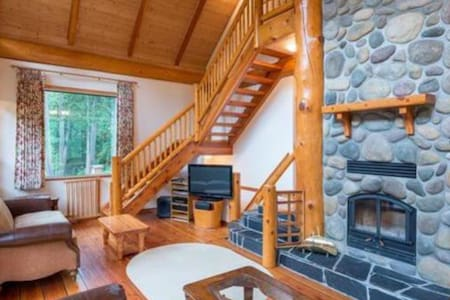 Stunning Mountain Chalet just north of Pemberton - D'Arcy