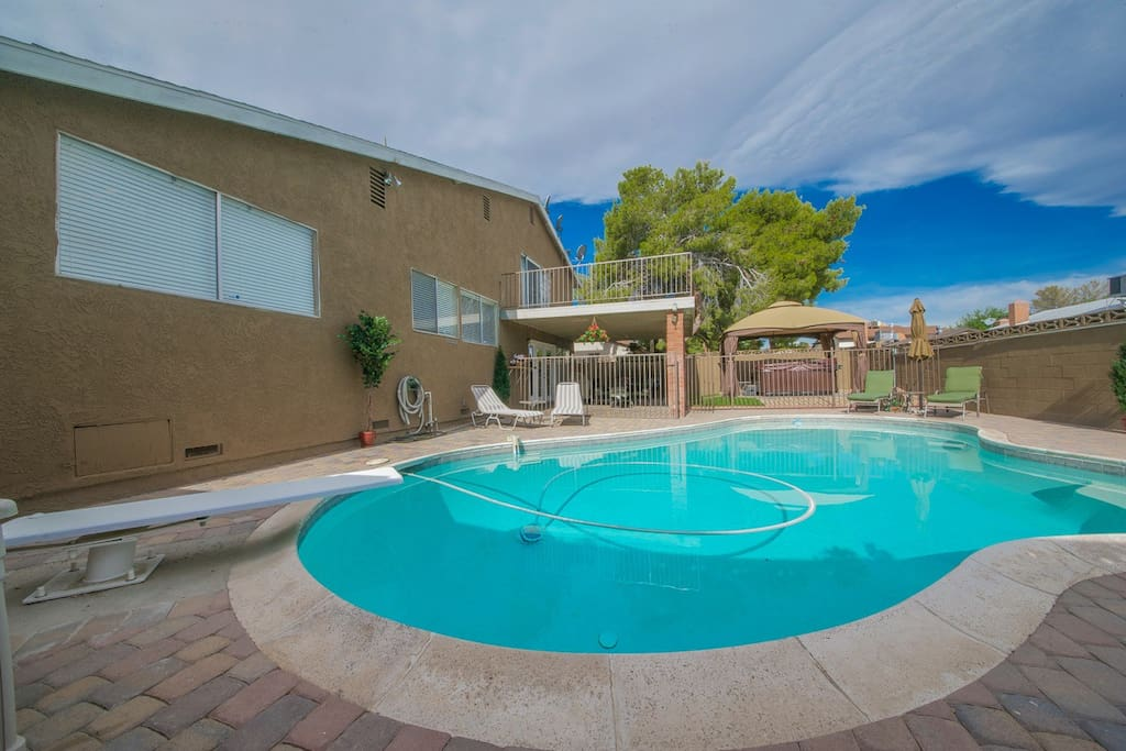 Very comfortable, 4-bedroom Vegas home that sleeps up to 14! Heated pool/spa, fully stocked kitchen, several rooms with Netflix/HDTVs/Cable, and so much more!