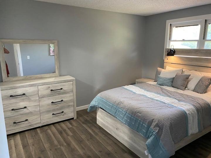 Peaceful Duplex in a quiet neighborhood. 2 bedroom