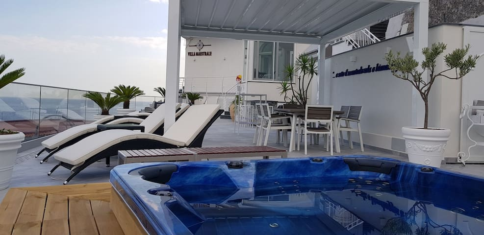 Villa sea access & jacuzzii! RENT BY OWNER