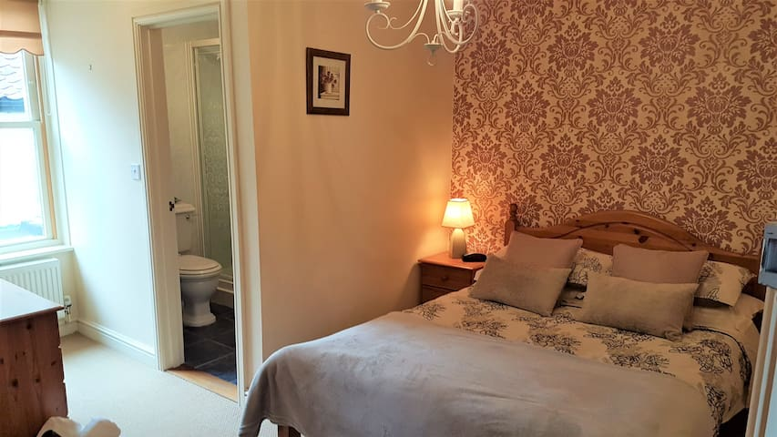 B&B: Double Room. Converted Barn & Former Pub (#2)