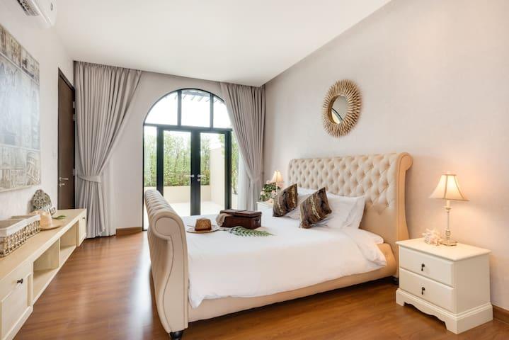 Master Bedroom@3rd Floor