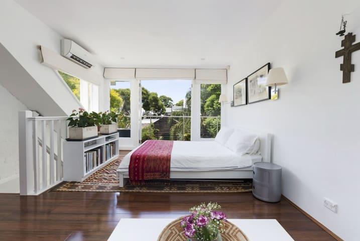 City huge top floor room with 2 beds, 2-3 peoples - Darlington - Hus