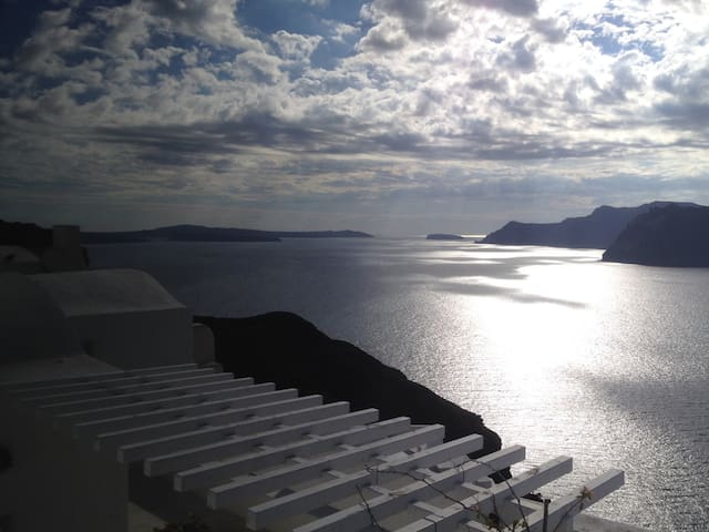 By the Mill, Caldera, Oia - Oia - Hus