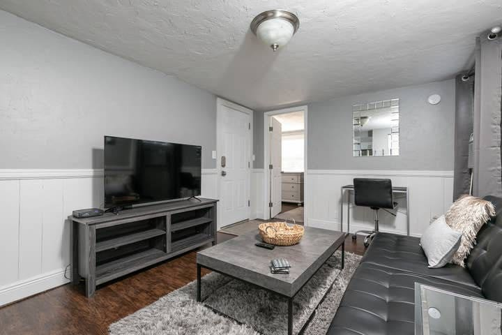 Modern, Stylish Apartment - Close to downtown!
