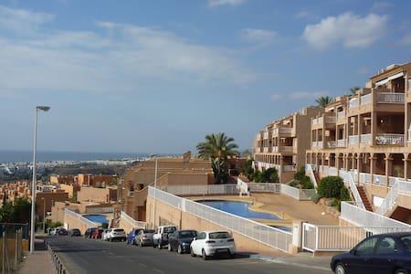 Piso de 2hab con terraza a 500 del mar. Piscina - Mojácar