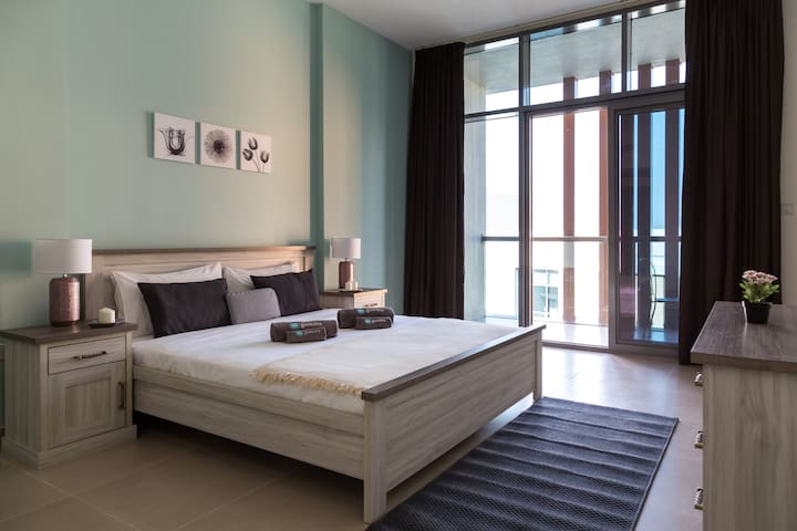 Huge and new 2 bedroom apartment in Dubai Wharf