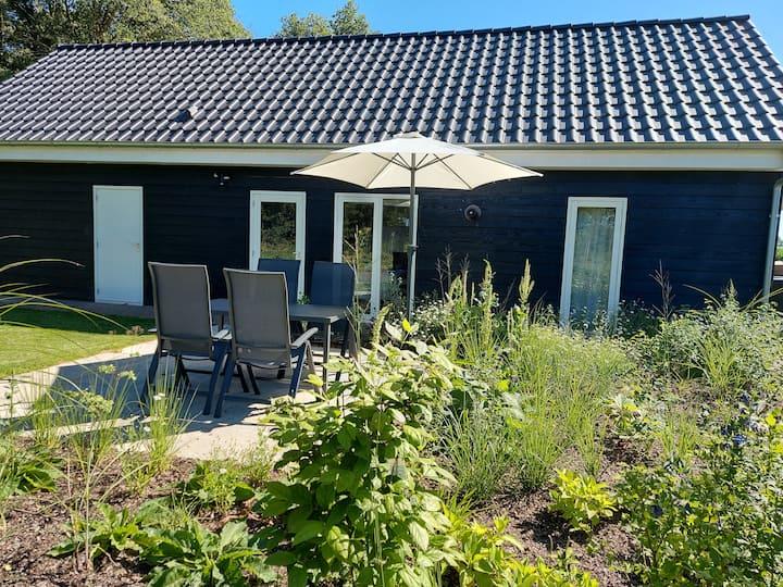 Nieuw huisje in Haarle met prachtig vrij uitzicht.