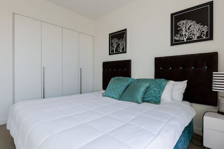 Luxurious King Room next to the Sea - Biggera Waters
