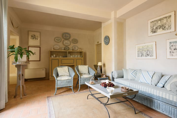 Cosy apartment on a hill near Siena