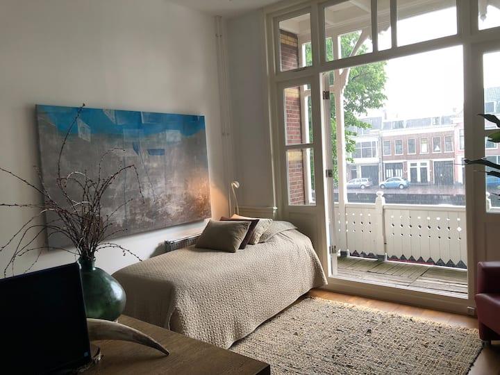 XLarge Canal Room: The Hague, Rijswijk, Voorburg