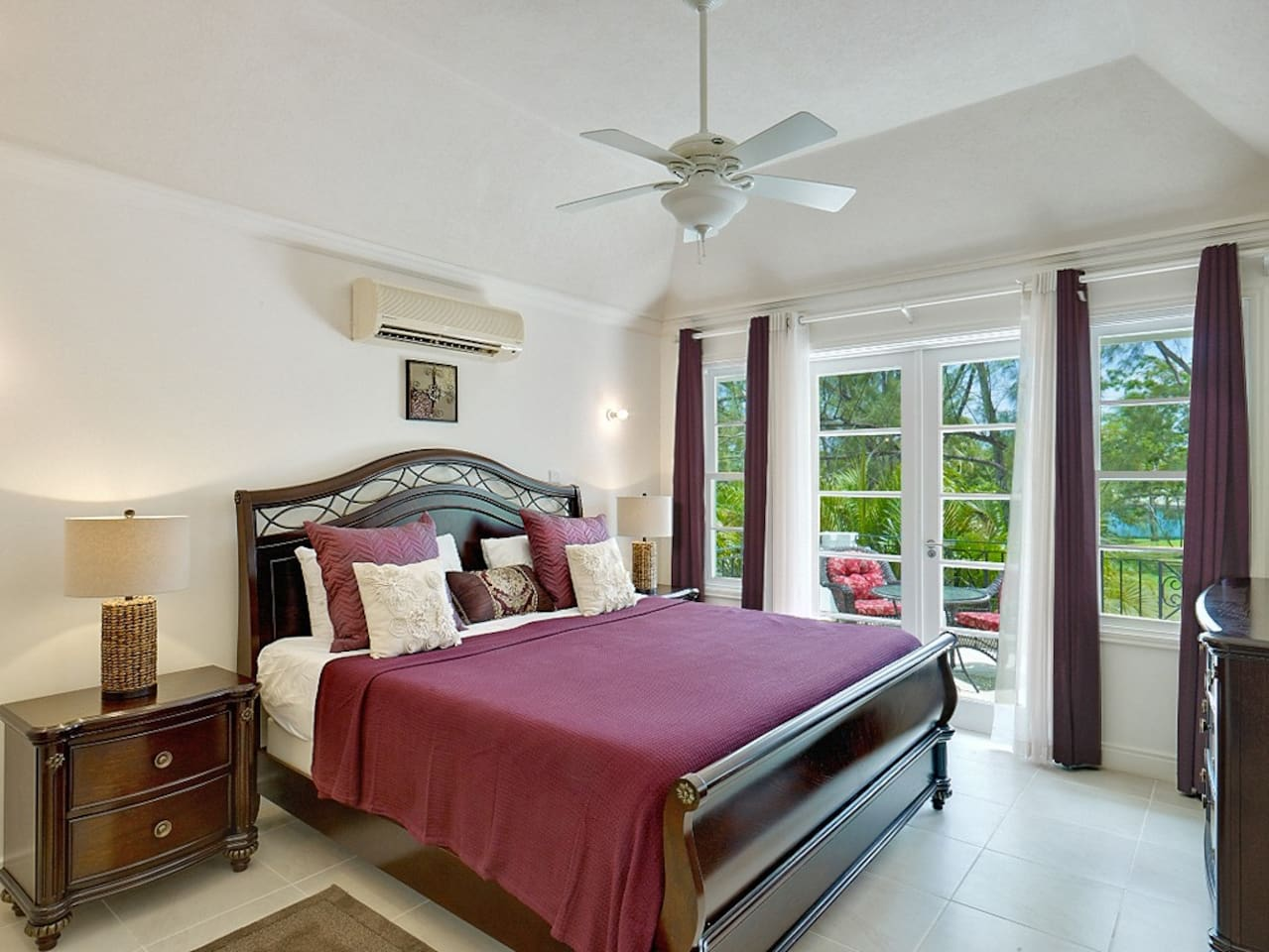 The spacious master bedroom, with a king bed, A/C, walk-in closet, en-suite bathroom and private terrace