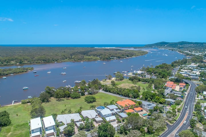 The Noosa River House-a tiny patch of paradise (1)