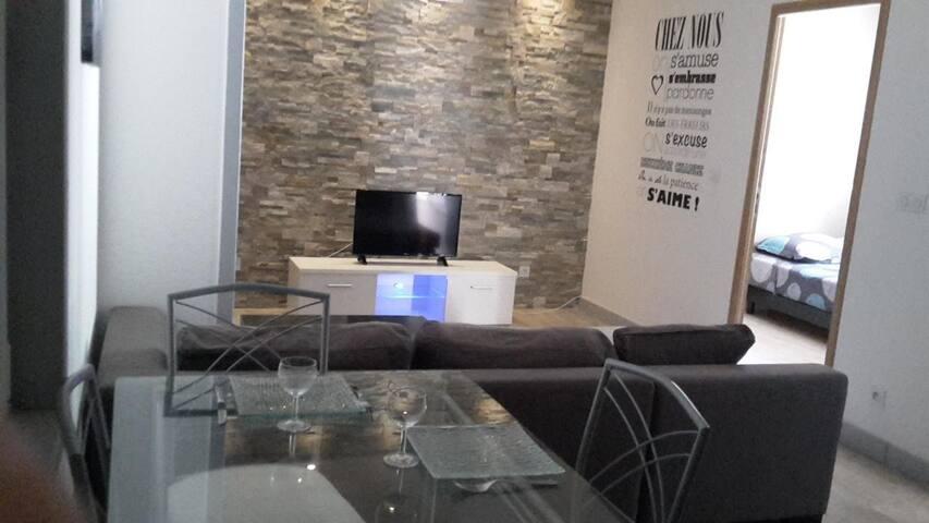 Cosy T2 centre + clim + parking gratuit + kit bébé