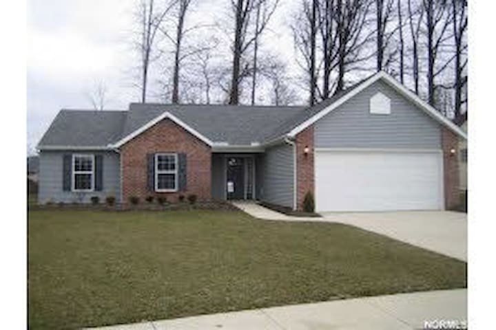 3 Bd House 30 min west of Cleveland - Elyria - Rumah