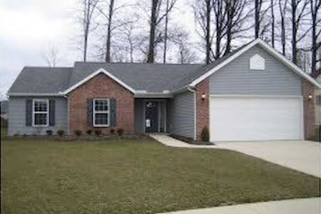 3 Bd House 30 min west of Cleveland - Elyria