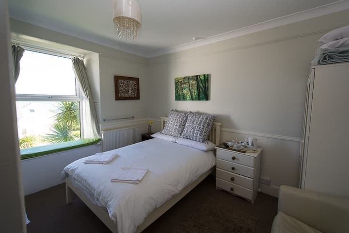 Great Willowherb Double Room at Coast B&B, parking