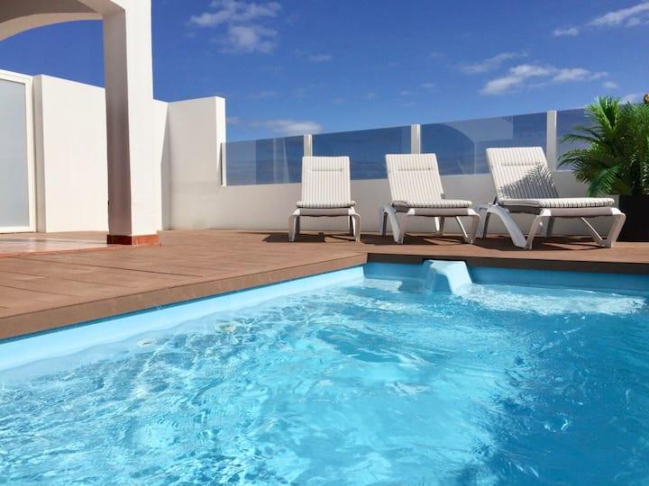 3 Bed Luxury Property-great views, Wifi, Pool