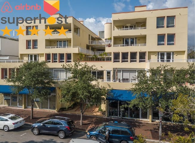 Coconut Grove | 1,040 SqFt One-Bed Apt w/ Jacuzzi