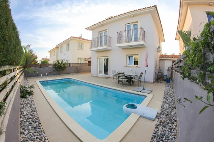 Family and Friends 3 Bedroom Villa