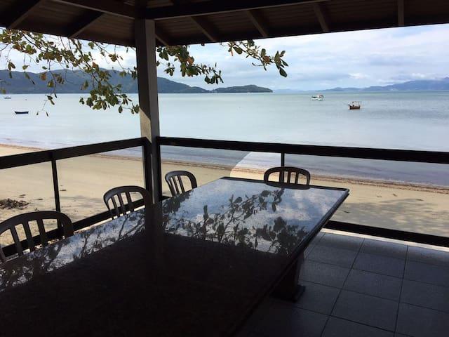 Casa Frente Mar COD01 - Bombinhas - Dom