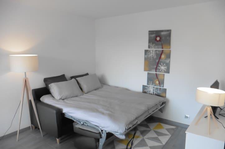 canapé lit king size système rapido avec un vrai matelas bultex.  Se déplie simplement, le lit est fait à votre arrivée