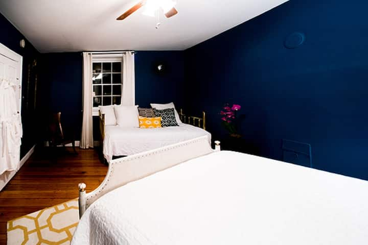 Room In Central Historic Downtown (RARE) Potomac