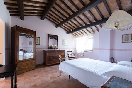 Il Picchio Verde Marche bnb -Room M.Curie- - Sant'Angelo in Pontano - Bed & Breakfast