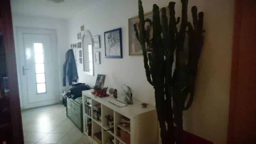 Gemütliche Wohnung mit 2 Balkonen - Bernau bei Berlin - Apartamento