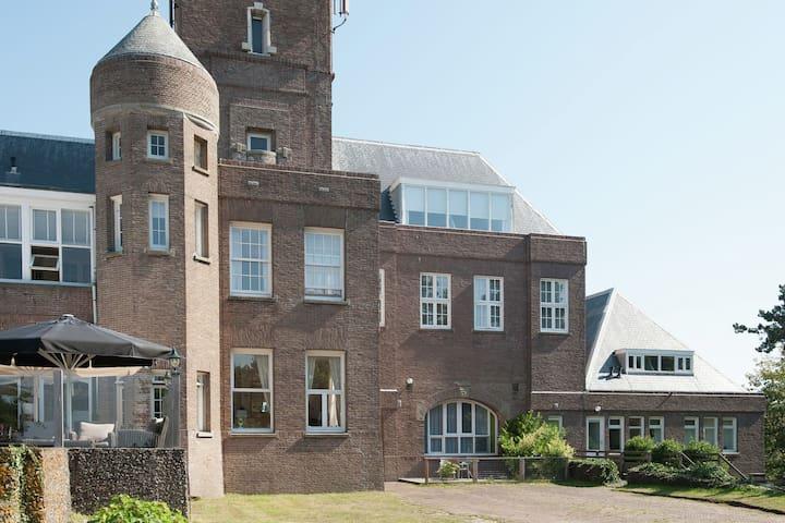 Vintage Holiday Home in Bergen aan Zee with Sea View