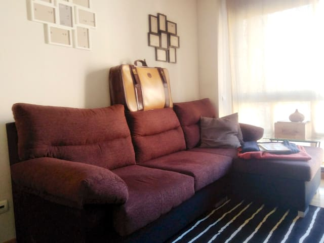 Cozy shared room and transport to airport! - Madri - Apartamento
