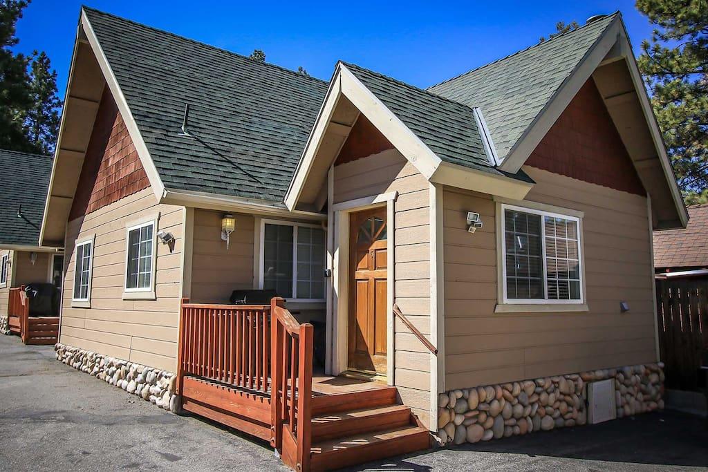 Building,Cottage,Roof,Cabin,Shelter