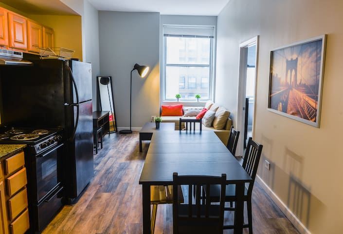 Amazing 2BR-2BA in the heart of Downtown Chicago