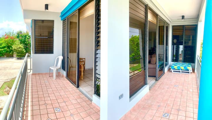 Breezy Balcony Apartment 2 Minutes From The Beach