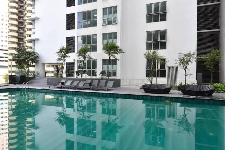 Swimming pool at level 5