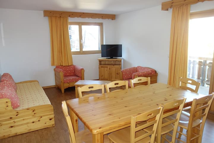 2 Bedroom apartment for 8 people 54m², situated on the piste and 150m from the resort's shops and restaurants.