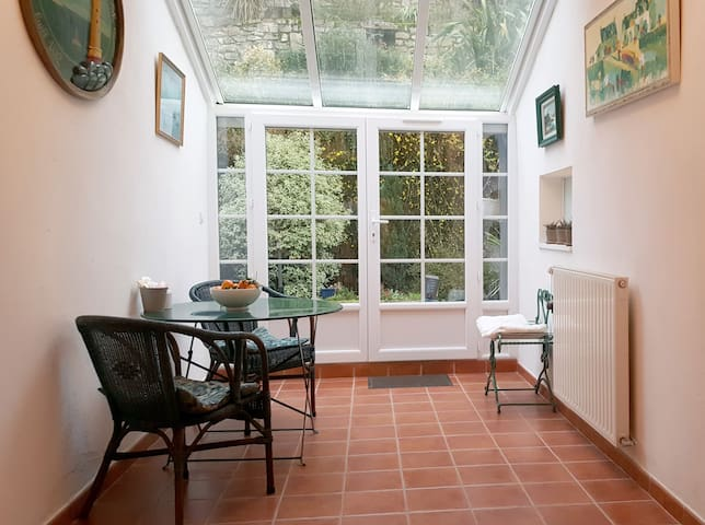Cosy Brittany town house in artist's village - Pontrieux - House