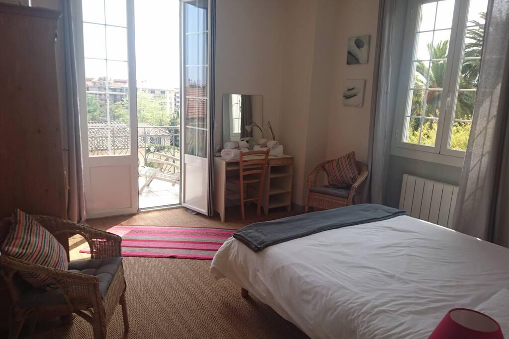 Chambre (2) de 16 m2 avec deux lits de 80 que l'on peut séparer sur demande